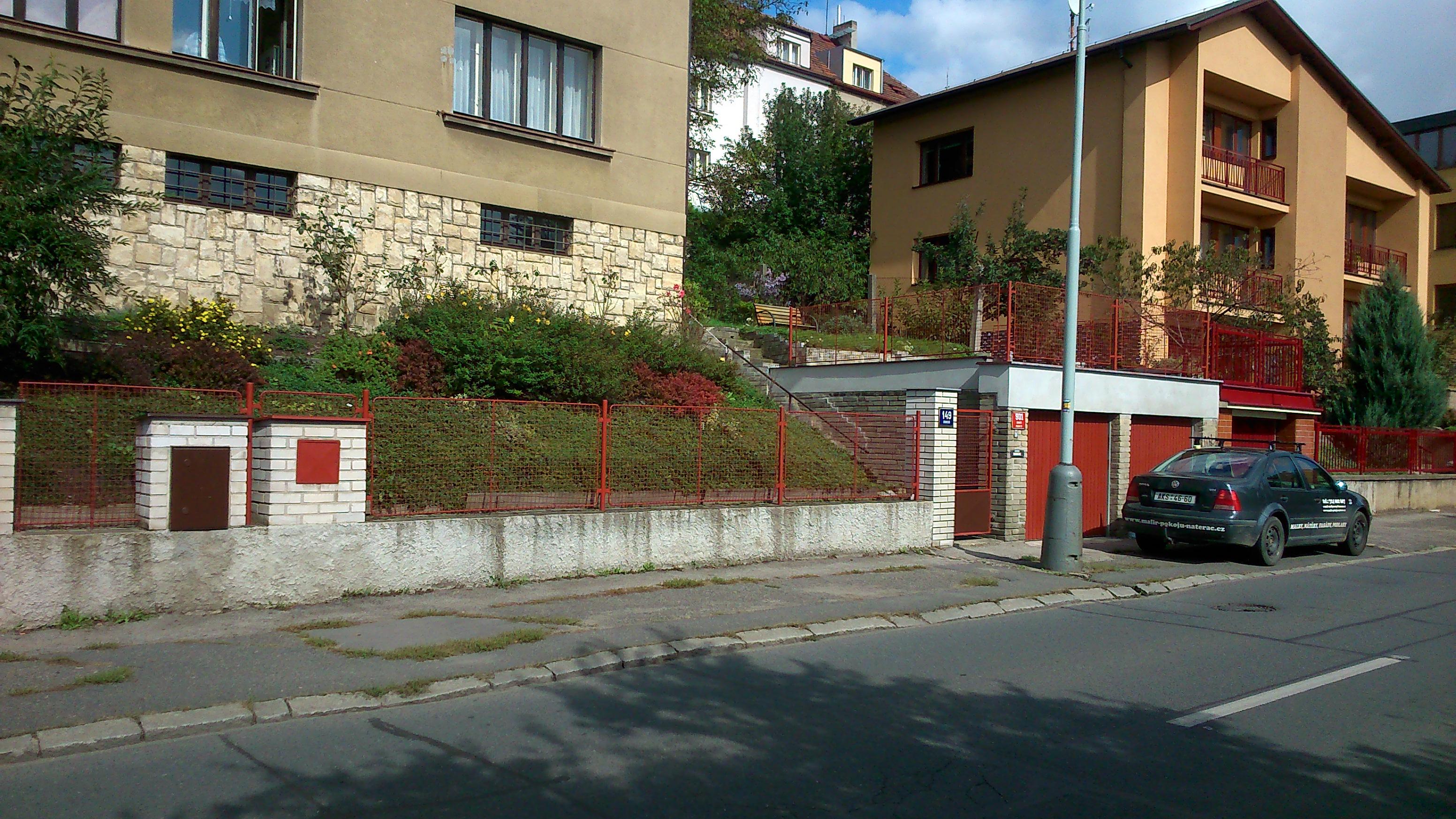 Nátěr plotu základní barvou