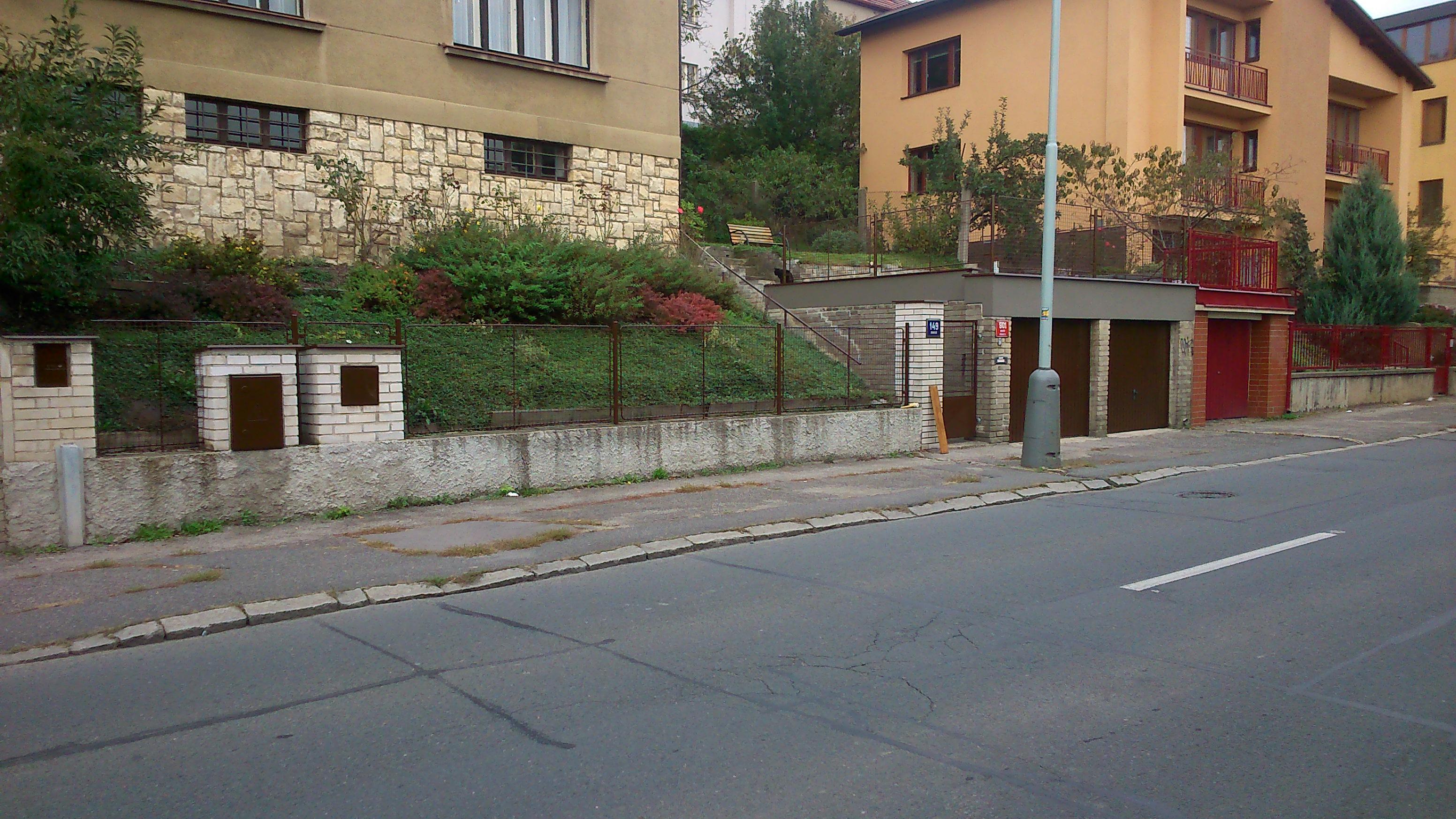 Oprava fasády - nátěr plotu